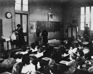 StateLibQld_1_112832_Interior_view_of_a_classroom,_1910-1920